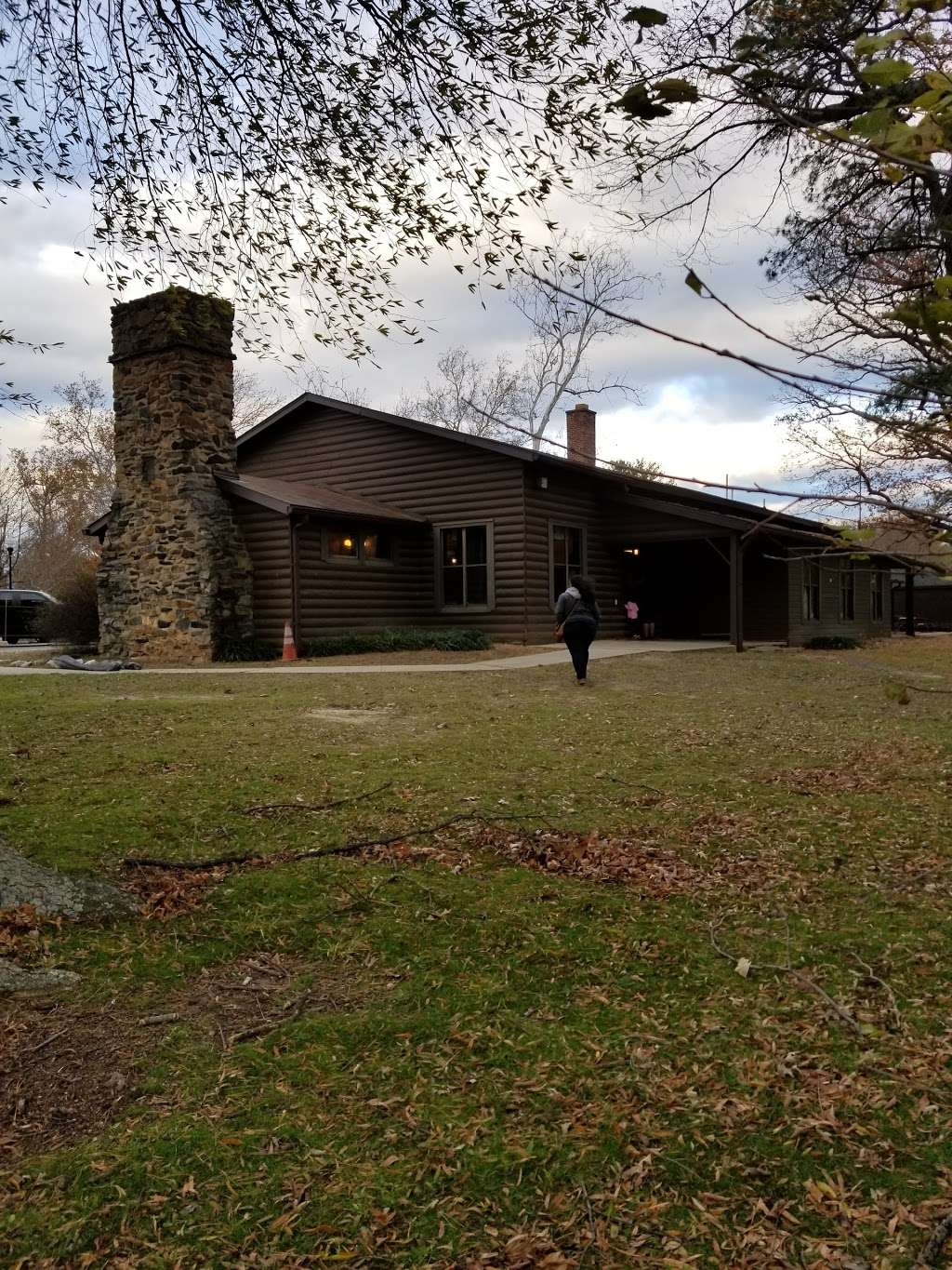 Burba Lake Cottage - lodging  | Photo 4 of 10 | Address: 4424 McKay St, Fort Meade, MD 20755, USA | Phone: (301) 677-3029