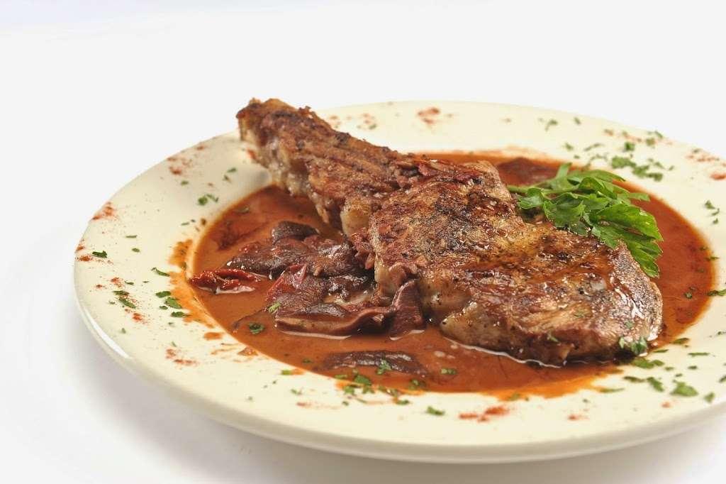 Vinnys Ristorante - meal takeaway  | Photo 7 of 10 | Address: 3320 76 Broadway, Somerville, MA 02145, USA | Phone: (617) 628-1921