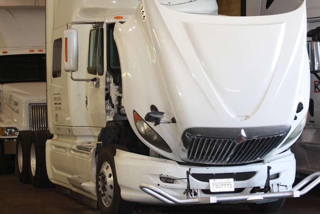 Sharp Express - car repair  | Photo 5 of 10 | Address: 413 Christina Dr, East Dundee, IL 60118, USA | Phone: (773) 616-0013