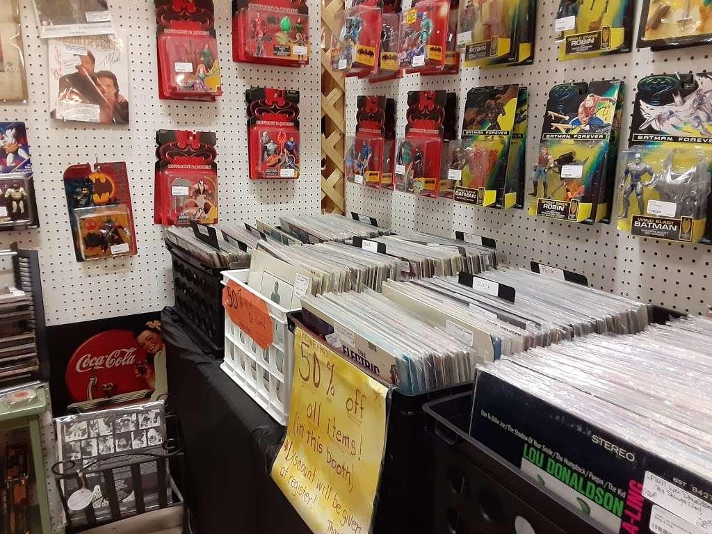 Wildwood Antique Mall of Lakeland - jewelry store  | Photo 9 of 9 | Address: 3530 US Hwy 98 N, Lakeland, FL 33809, USA | Phone: (863) 603-3917