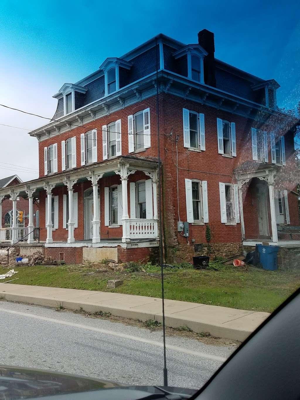 Mariposa Inn - lodging  | Photo 1 of 8 | Address: 2620 Freysville Rd, Red Lion, PA 17356, USA | Phone: (301) 385-0215