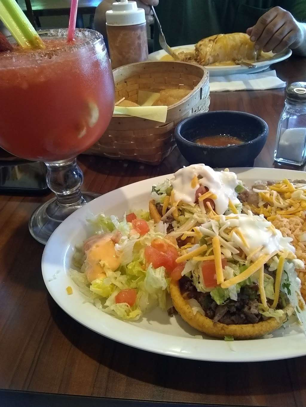 Gardunos Sports Bar and Grill - meal delivery  | Photo 1 of 10 | Address: 9823 Valley Blvd, El Monte, CA 91731, USA | Phone: (626) 448-4746