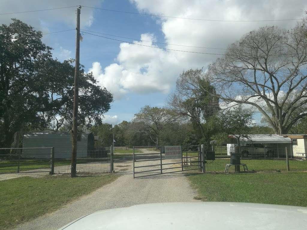 Barina RV & Boat Storage - storage    Photo 8 of 9   Address: 4235 County Rd 288, Angleton, TX 77515, USA   Phone: (979) 299-3772