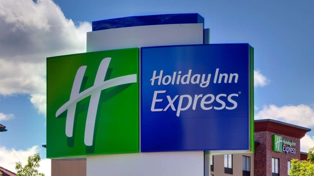 Holiday Inn Express Bronx NYC - Stadium Area - lodging  | Photo 5 of 10 | Address: 500 Exterior Street, Bronx, NY 10451, USA | Phone: (347) 202-6140