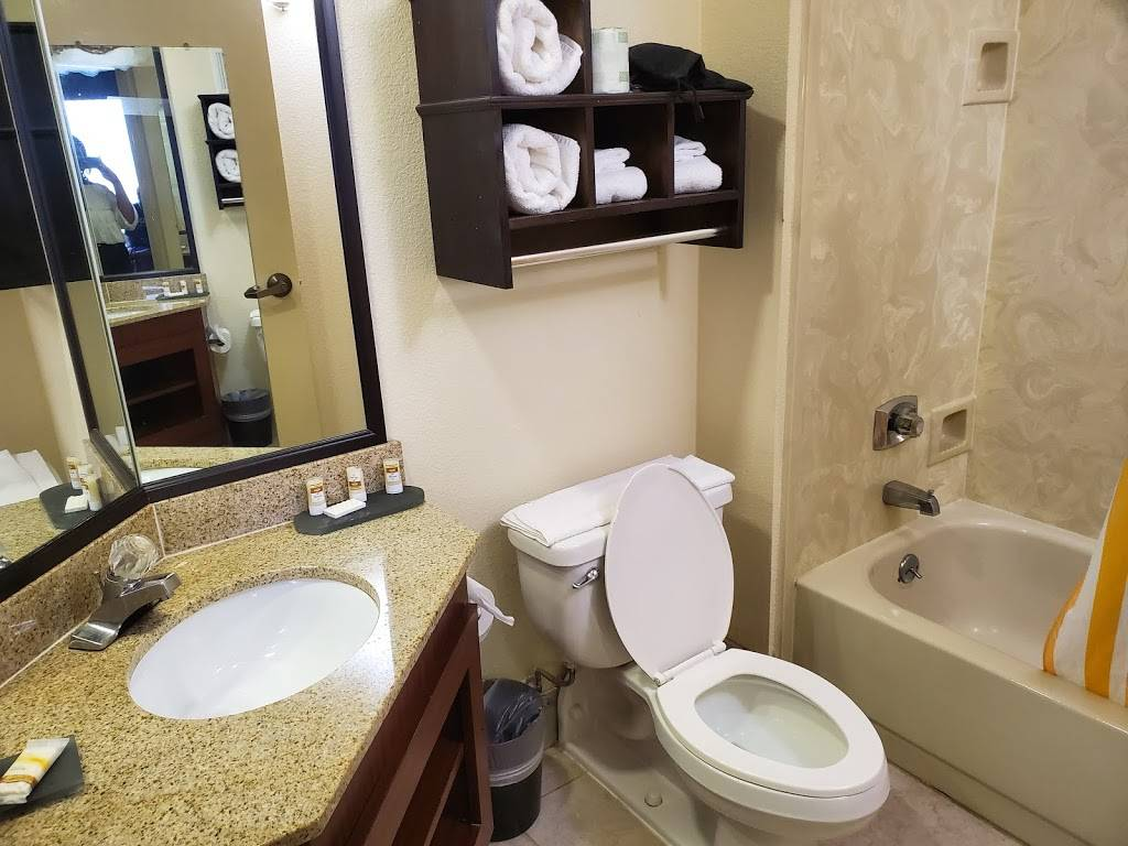 La Quinta Inn & Suites by Wyndham Memphis Airport Graceland - lodging  | Photo 4 of 10 | Address: 2979 Millbranch Rd, Memphis, TN 38116, USA | Phone: (901) 791-9200