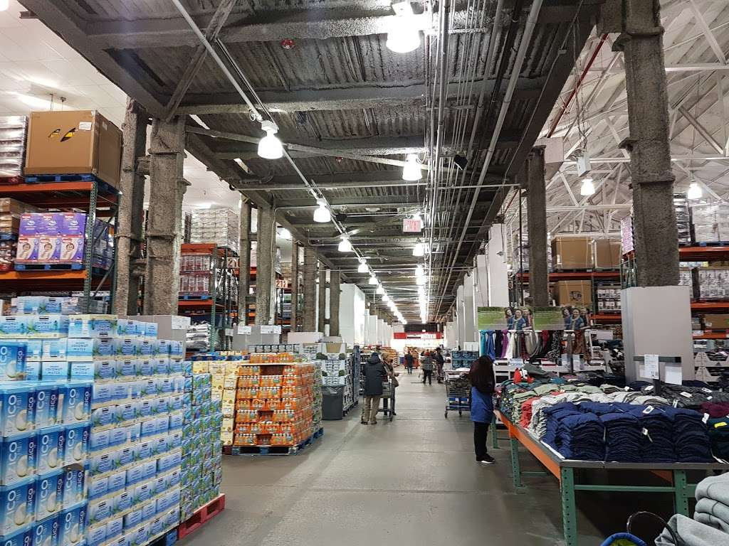 Costco Wholesale - store  | Photo 1 of 10 | Address: 3250 Vernon Blvd, Astoria, NY 11106, USA | Phone: (718) 267-3680