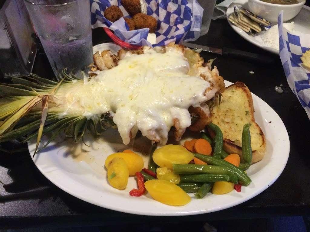 Tiki Beach Bar & Grill - restaurant  | Photo 8 of 10 | Address: 1369 State Hwy 87, Crystal Beach, TX 77650, USA | Phone: (409) 684-9594