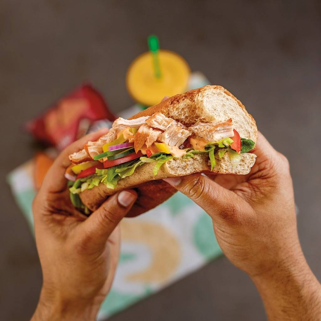 Subway - meal takeaway    Photo 6 of 10   Address: 6952 33rd St N, Oakdale, MN 55128, USA   Phone: (651) 779-8814