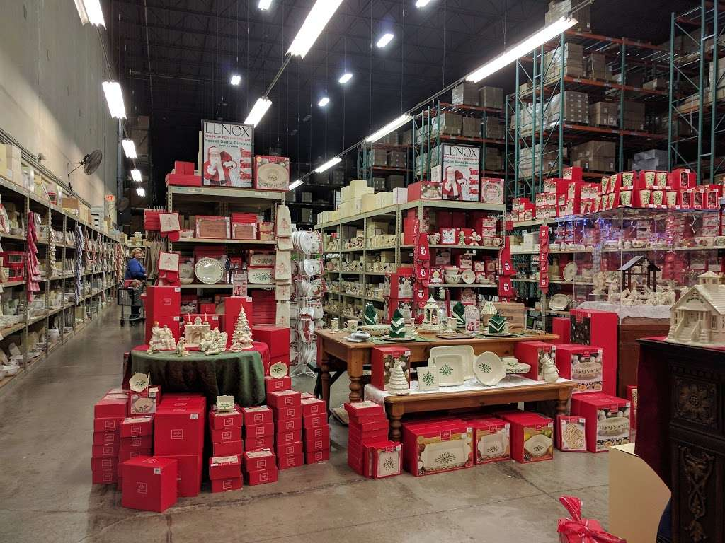 Lenox Warehouse Store - home goods store    Photo 1 of 7   Address: 16507 Hunters Green Pkwy, Hagerstown, MD 21740, USA   Phone: (240) 366-2045