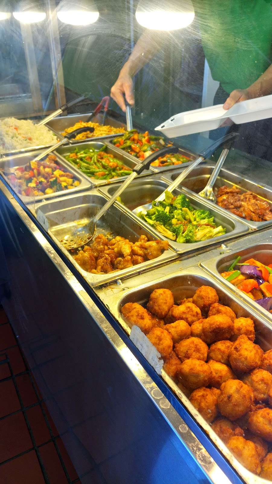 Donuts and Fast Chinese Food - restaurant  | Photo 8 of 10 | Address: 1032 E Avenida De Los Arboles, Thousand Oaks, CA 91360, USA | Phone: (805) 241-7761