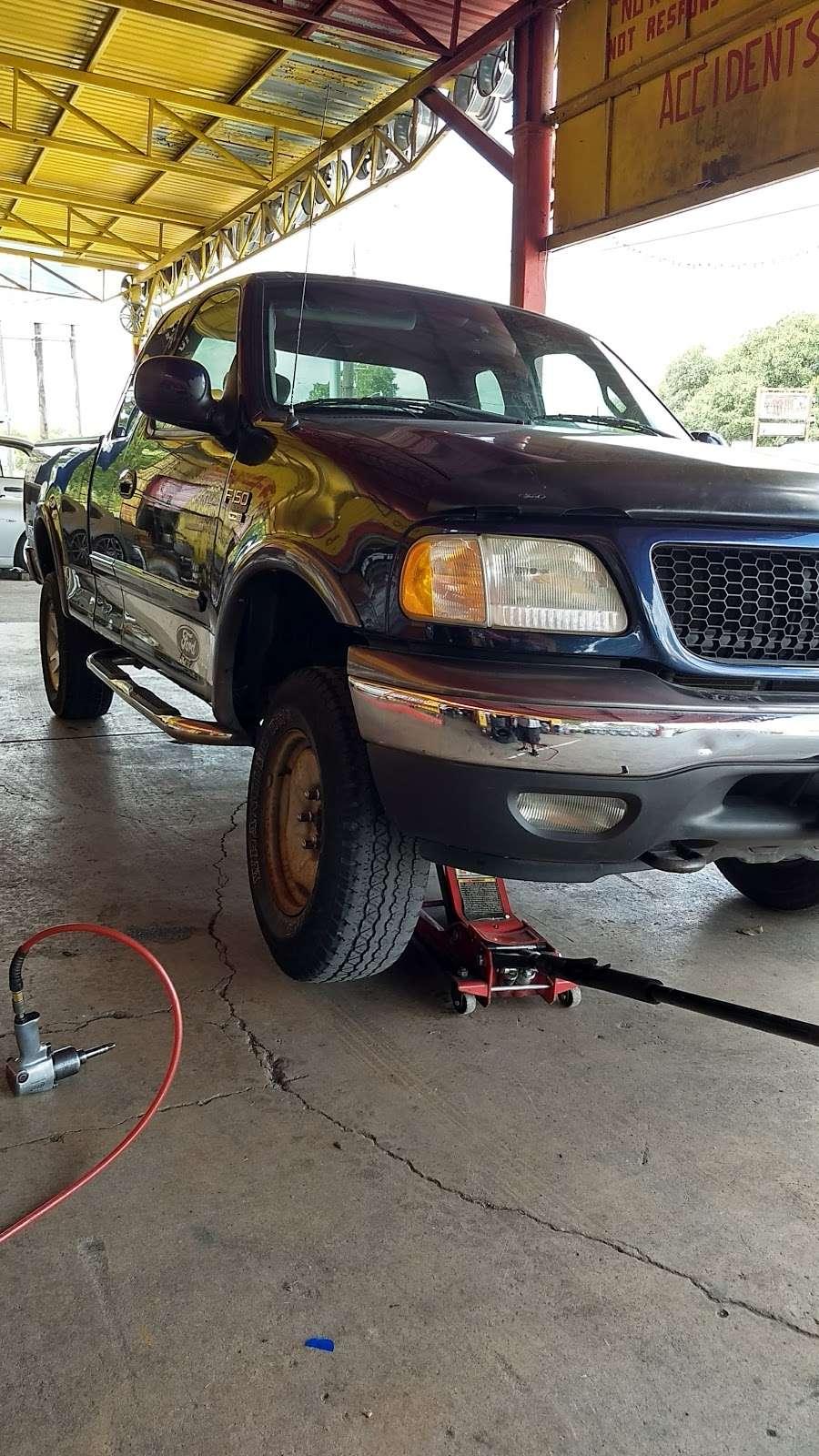 Alfonsos Tire & Wheels - car repair  | Photo 4 of 10 | Address: 432 Main St, Schertz, TX 78154, USA | Phone: (210) 658-4020