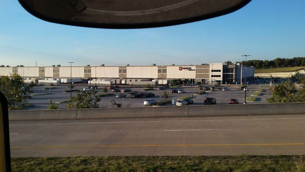 Amazon Fulfillment Center FTW1 - storage  | Photo 3 of 10 | Address: 33333 Lyndon B Johnson Fwy, Dallas, TX 75241, USA | Phone: (866) 531-2476