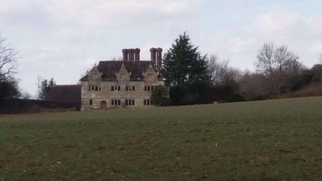 Gulledge Farmhouse - museum  | Photo 8 of 10 | Address: East Grinstead RH19 1TX, UK