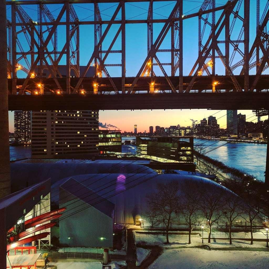 Riverwalk Crossing Luxury Apartments - real estate agency  | Photo 8 of 10 | Address: 405 Main St, New York, NY 10044, USA | Phone: (646) 992-4143