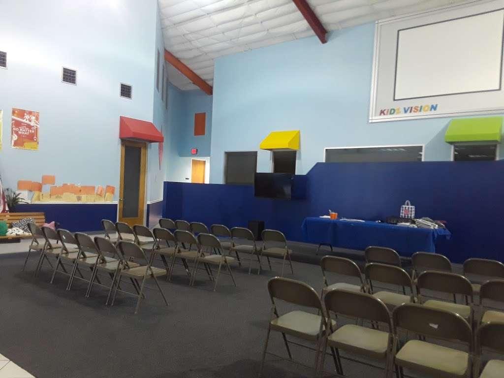 Templo Poder y Gozo - church  | Photo 4 of 10 | Address: 4401 Theiss Rd, Humble, TX 77338, USA | Phone: (281) 591-6716