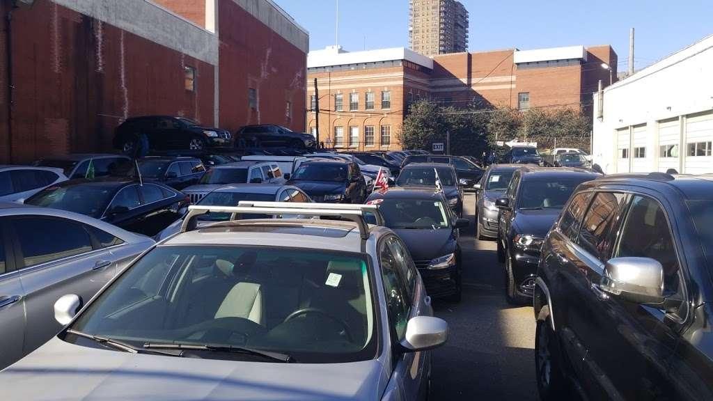Riverdale Chrysler Jeep Dodge Ram - car dealer  | Photo 6 of 10 | Address: 5869 Broadway, Bronx, NY 10463, USA | Phone: (718) 548-2800