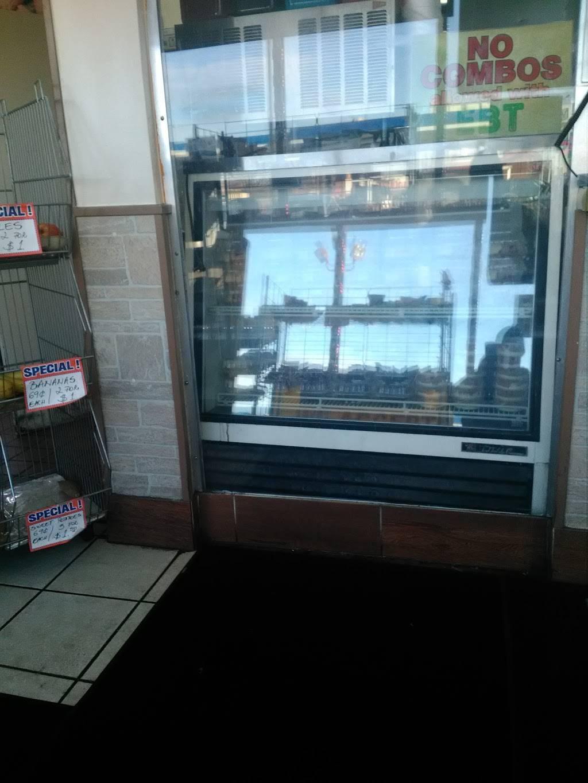 Manhattan Fish & Chicken Market - restaurant  | Photo 3 of 5 | Address: 13224 Woodward Ave, Highland Park, MI 48203, USA | Phone: (313) 866-4000