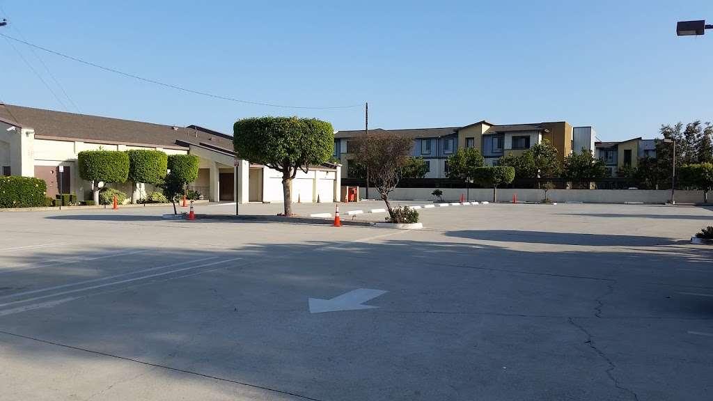 Kingdom Hall of Jehovah's Witnesses - church  | Photo 3 of 10 | Address: 12121 Atlantic Ave, Lynwood, CA 90262, USA | Phone: (310) 635-9056