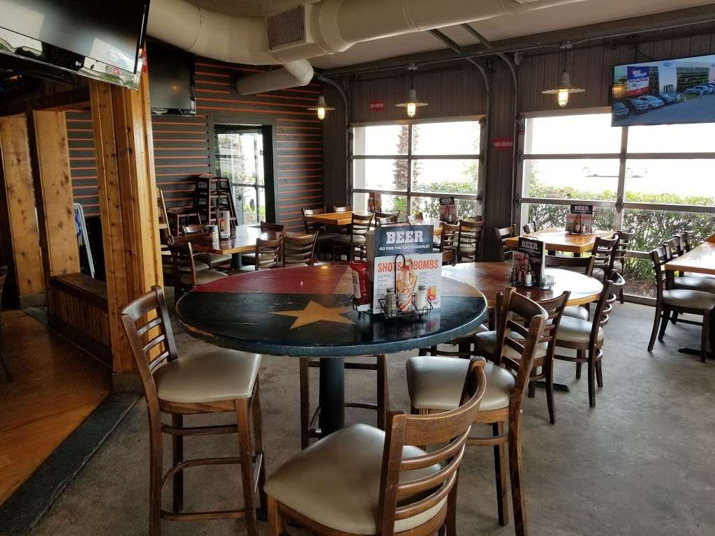 Hooters Restaurant 20796 Gulf Fwy Webster Tx 77598 Usa