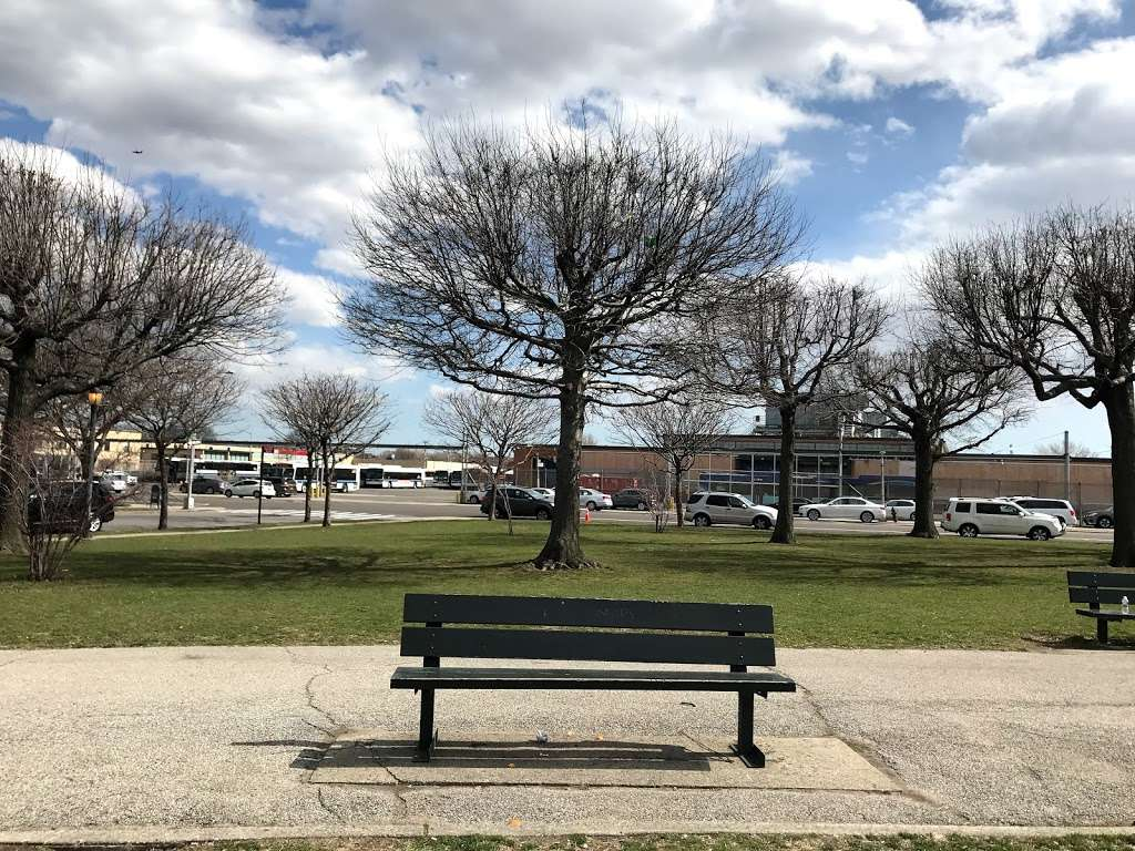 Planeview Park - park  | Photo 6 of 10 | Address: Ditmars Blvd, East Elmhurst, NY 11369, USA | Phone: (212) 639-9675