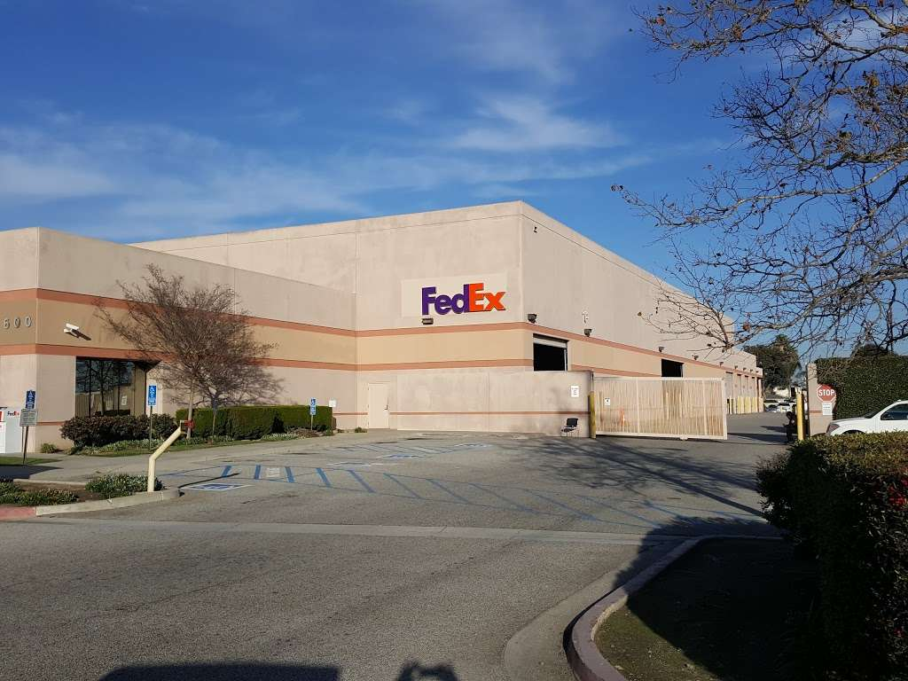 FedEx Ship Center - store    Photo 1 of 10   Address: 12600 S Prairie Ave, Hawthorne, CA 90250, USA   Phone: (800) 463-3339