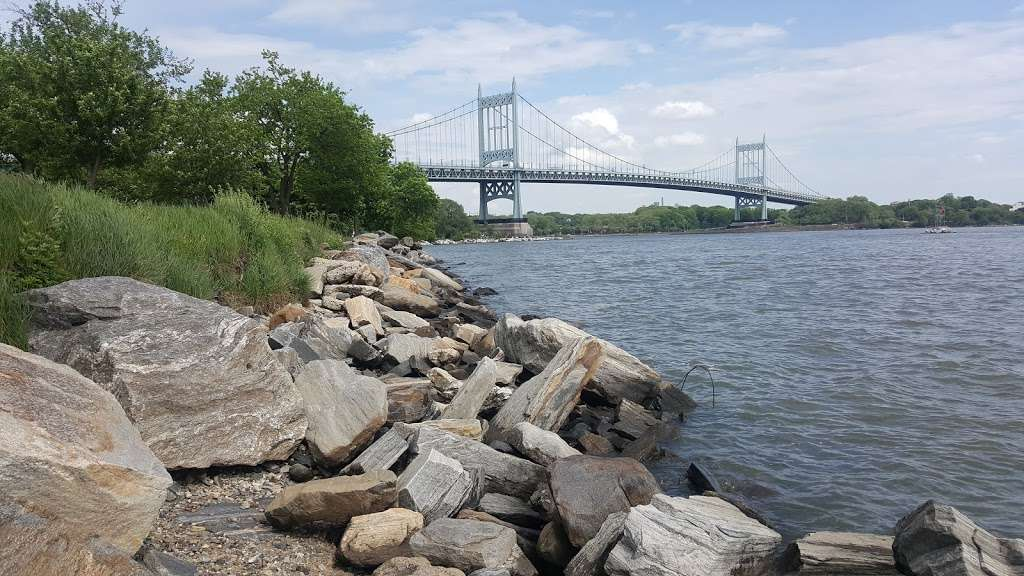 Wards Island Park - park  | Photo 9 of 10 | Address: East River and Hell Gate, New York, NY 10035, USA | Phone: (212) 639-9675
