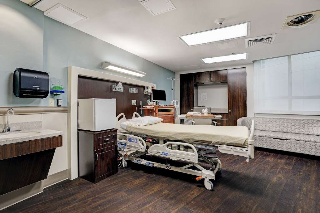 HCA Houston Healthcare Clear Lake - hospital    Photo 4 of 10   Address: 500 W. Medical Center Blvd, Webster, TX 77598, USA   Phone: (281) 332-2511