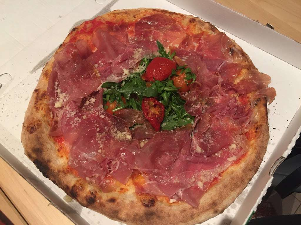 Da Moreno Pizzeria - meal takeaway  | Photo 7 of 10 | Address: 190 Northfield Ave, London W13 9SJ, UK | Phone: 020 8579 8905