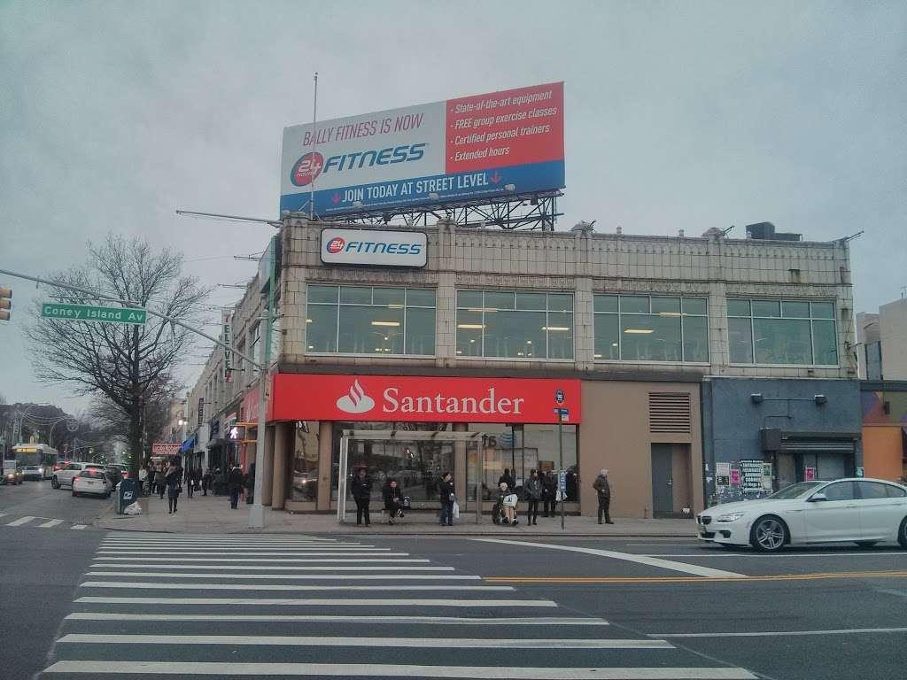 Santander Bank - bank  | Photo 2 of 10 | Address: 961 Kings Hwy, Brooklyn, NY 11223, USA | Phone: (718) 336-4713