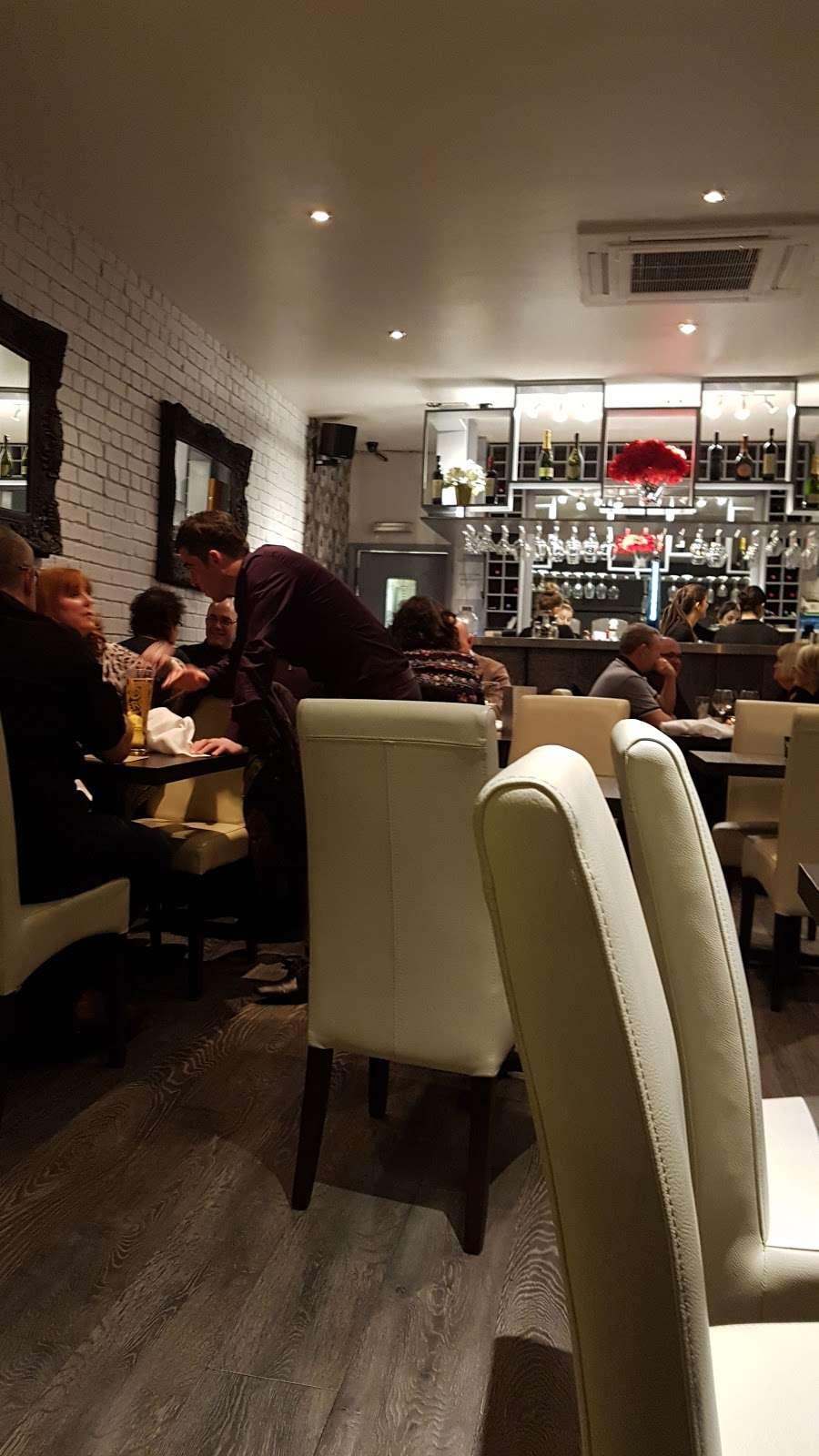 Riennas Restaurant - restaurant  | Photo 9 of 10 | Address: 210-176, A124, Hornchurch RM12 6QP, UK | Phone: 01708 469463