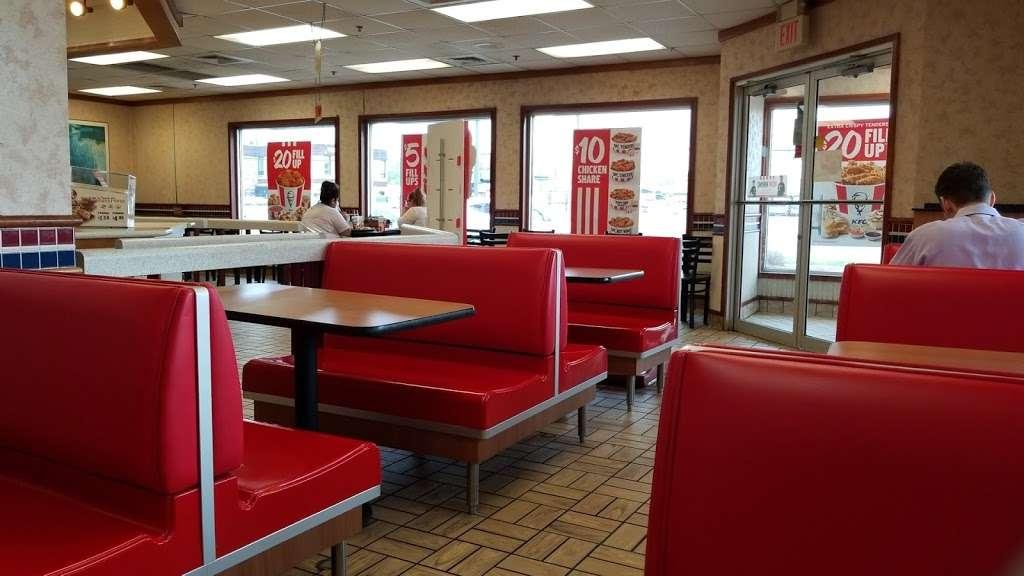 KFC - restaurant  | Photo 6 of 10 | Address: 177 NJ-17, Hasbrouck Heights, NJ 07604, USA | Phone: (201) 426-0380