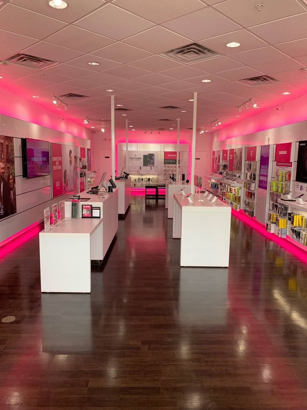 T-Mobile - electronics store  | Photo 2 of 4 | Address: 187 Rivers Edge Dr, Milford, OH 45150, USA | Phone: (513) 239-5936
