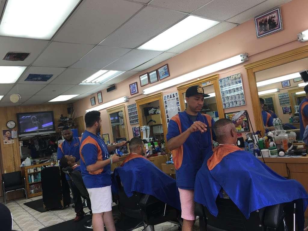 Erick Barber Shop - hair care  | Photo 4 of 6 | Address: 2370 Washington Ave, Bronx, NY 10458, USA | Phone: (718) 329-5111