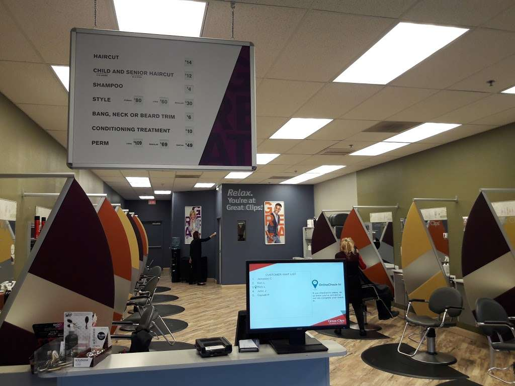 Great Clips - hair care  | Photo 3 of 5 | Address: 12228 N Cave Creek Rd, Phoenix, AZ 85022, USA | Phone: (602) 923-3222