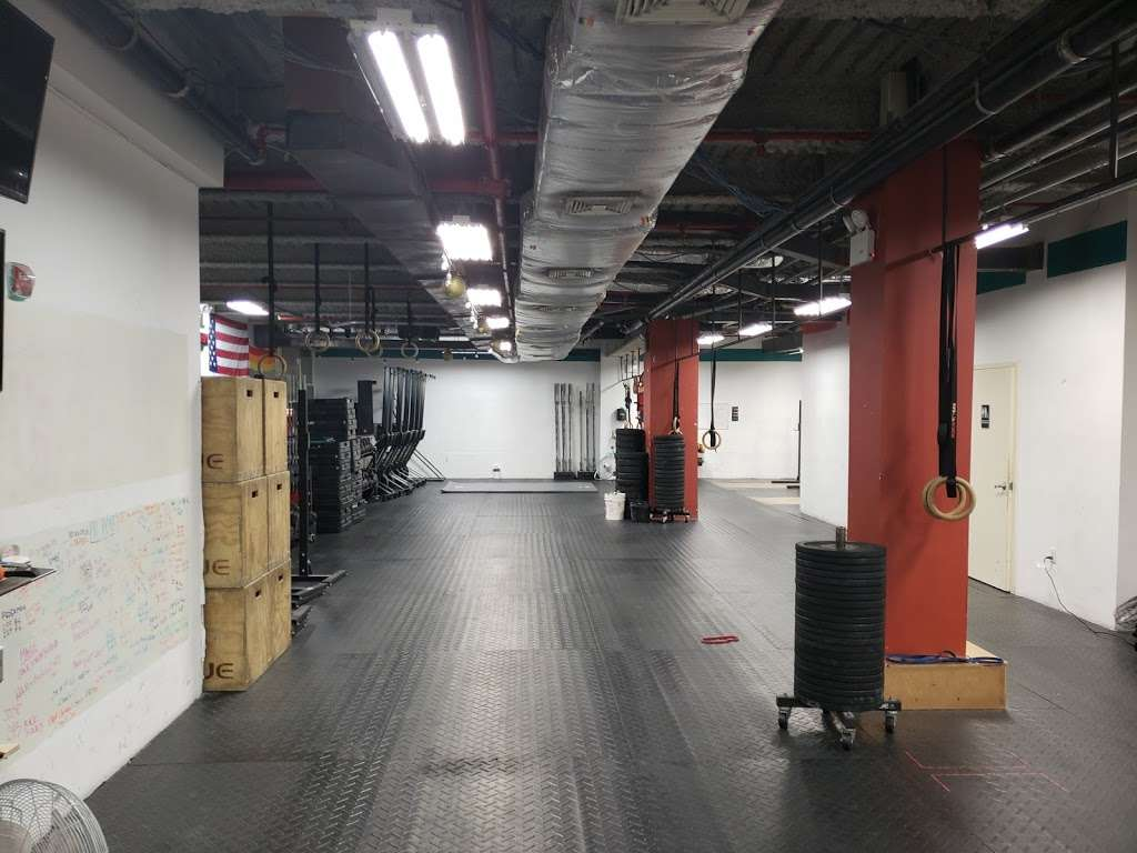Bowery CrossFit - gym  | Photo 8 of 10 | Address: 285 Grand St, New York, NY 10002, USA | Phone: (516) 725-5032