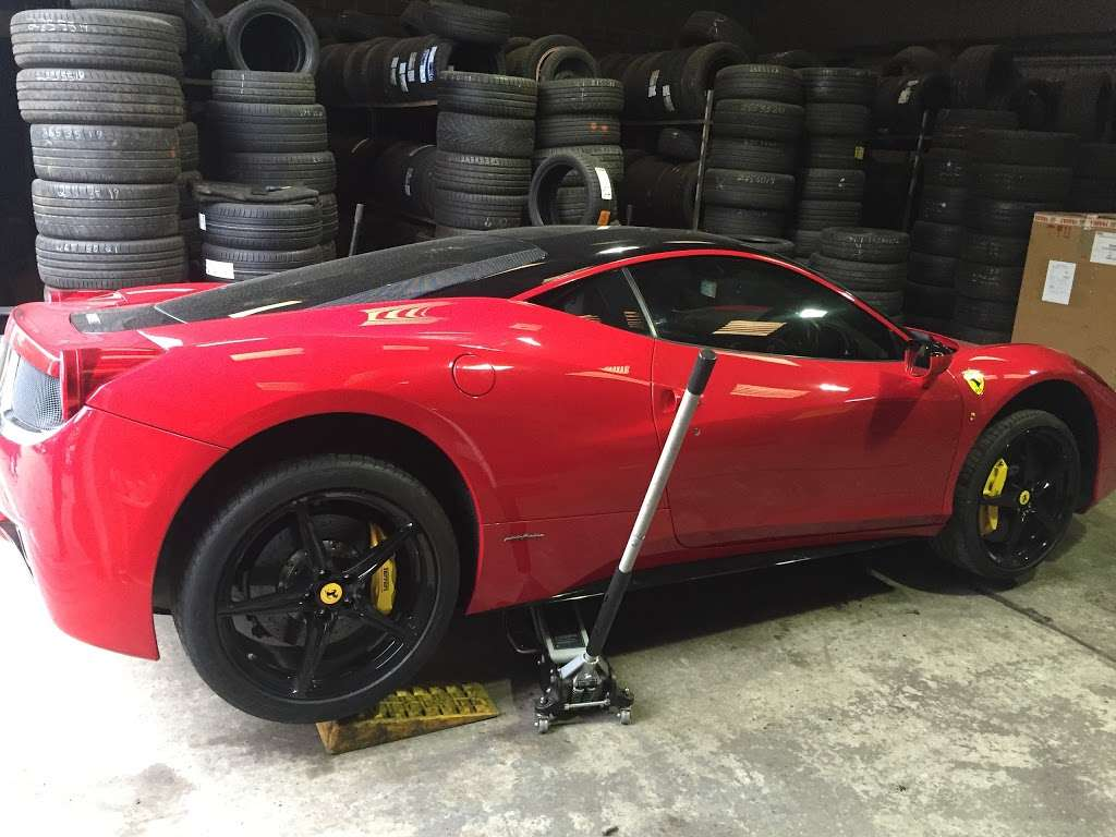 Tubbys Tyres - car repair  | Photo 4 of 10 | Address: Copthorne Rd, Copthorne, Crawley RH10 3PD, UK | Phone: 01293 769776