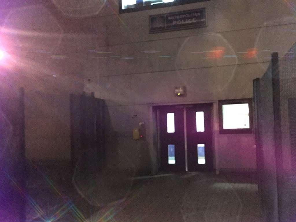 Fresh Wharf Custody Base - police  | Photo 8 of 10 | Address: Unit 24, Muirhead Quay, Quay Rd, Barking IG11 7BG, UK | Phone: 020 3276 1008