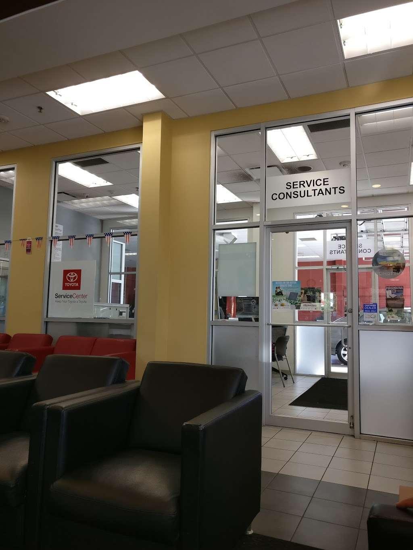 Advantage Toyota - car dealer  | Photo 7 of 10 | Address: 400 W Sunrise Hwy, Valley Stream, NY 11581, USA | Phone: (516) 887-8600