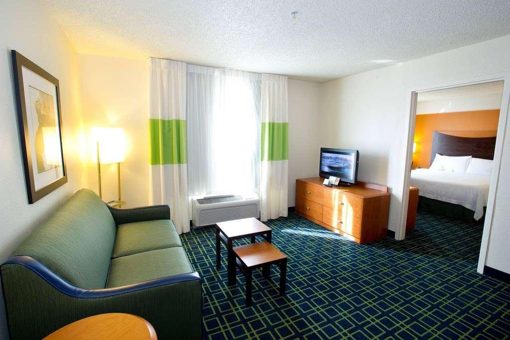 Fairfield Inn & Suites by Marriott Dallas DFW Airport North/Irvi - lodging  | Photo 7 of 9 | Address: 4800 W John Carpenter Fwy, Irving, TX 75063, USA | Phone: (972) 929-7257
