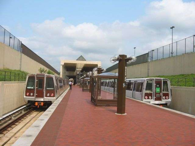 Branch Avenue Station - subway station  | Photo 4 of 10 | Address: 4704 Old Soper Rd, Suitland-Silver Hill, MD 20746, USA | Phone: (202) 637-7000