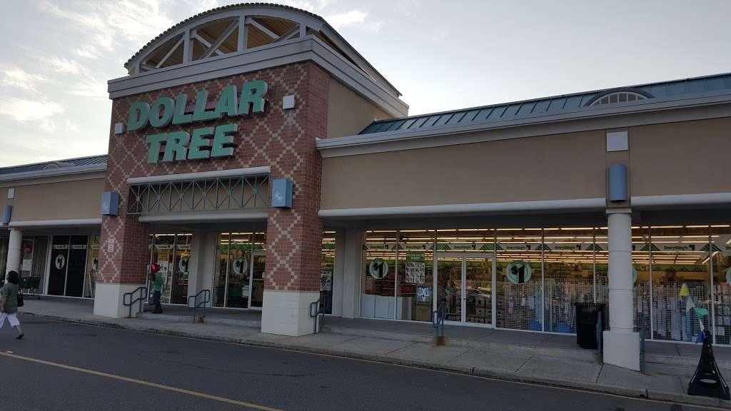 Dollar Tree - furniture store  | Photo 4 of 10 | Address: 370 US-130 #5, East Windsor, NJ 08520, USA | Phone: (609) 448-0604