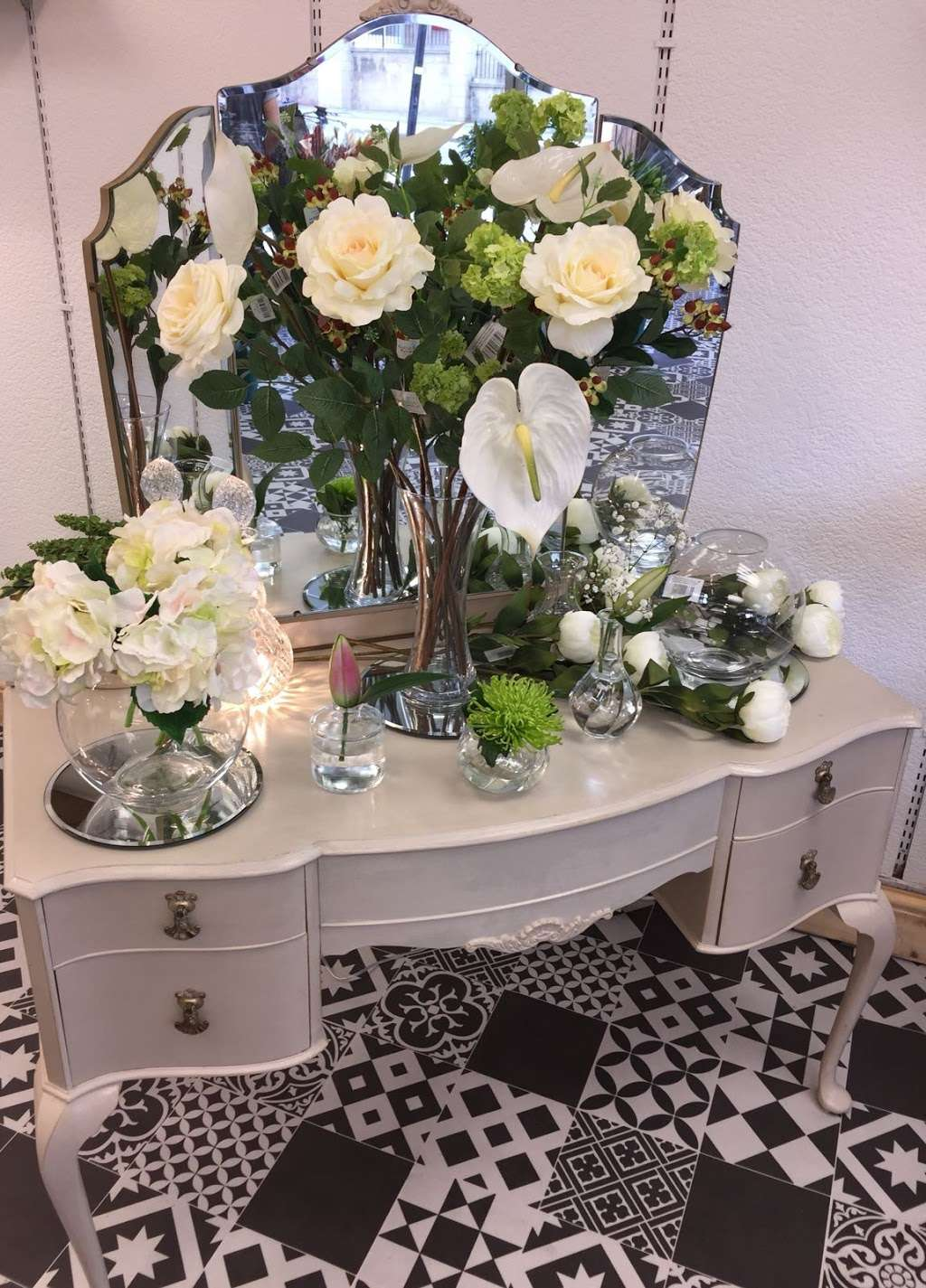 Coggers in Bloom - florist  | Photo 7 of 10 | Address: 849 Forest Rd, Walthamstow, London E17 4AT, UK | Phone: 020 8527 1051