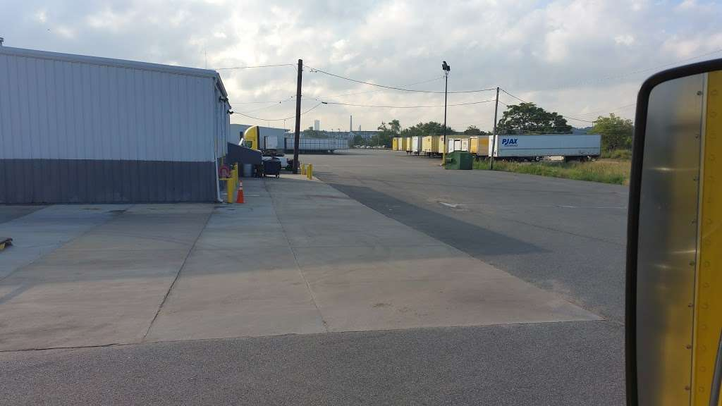 Central Transport - moving company    Photo 8 of 10   Address: 1500 NEW County Road Extension, Secaucus, NJ 07094, USA   Phone: (586) 467-1900