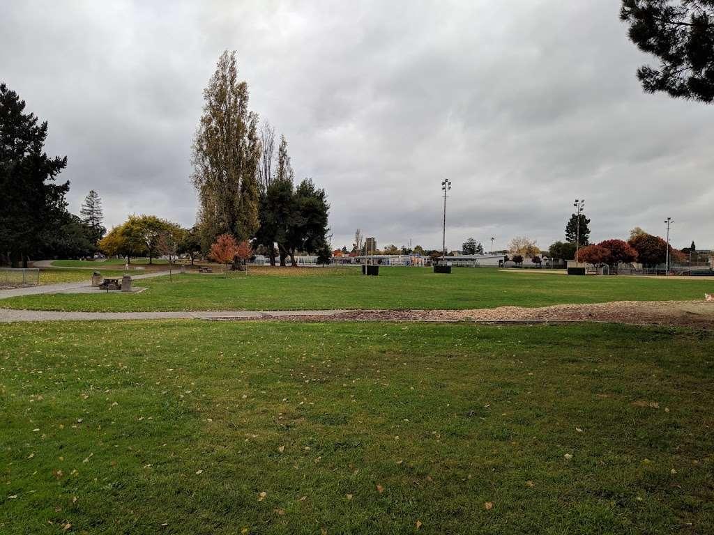 Lakewood Park - park  | Photo 2 of 10 | Address: 834 Lakechime Dr, Sunnyvale, CA 94089, USA | Phone: (408) 730-7350