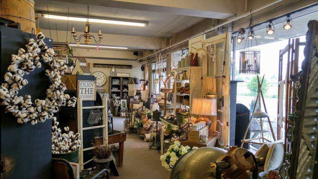 Cocalico Creek Country Store - home goods store  | Photo 2 of 10 | Address: 1037 N Reading Rd, Stevens, PA 17578, USA | Phone: (717) 336-5522