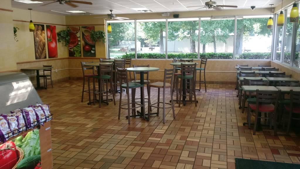 Subway - meal takeaway  | Photo 7 of 10 | Address: 668 Harding Blvd, Baton Rouge, LA 70807, USA | Phone: (225) 775-7827