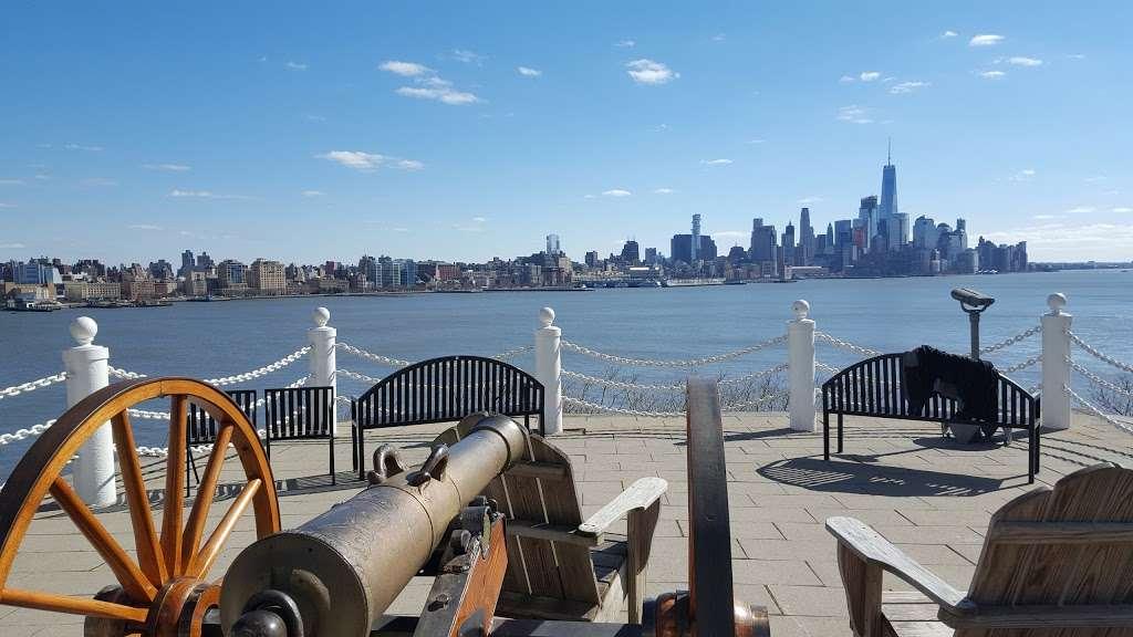 Elysian Park - park  | Photo 3 of 10 | Address: 1001 Hudson St, Hoboken, NJ 07030, USA | Phone: (201) 420-2012