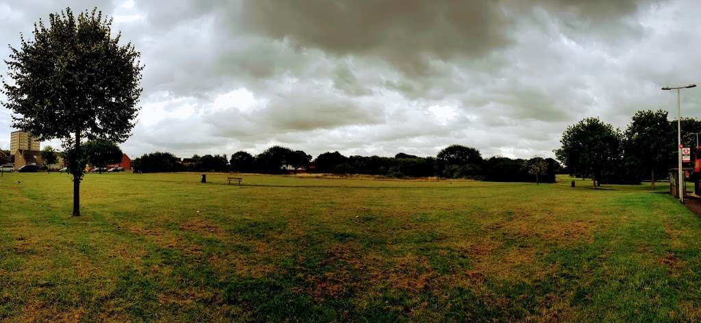 Hurstleigh Gardens Open Space - park  | Photo 2 of 2 | Address: Ilford IG5, UK