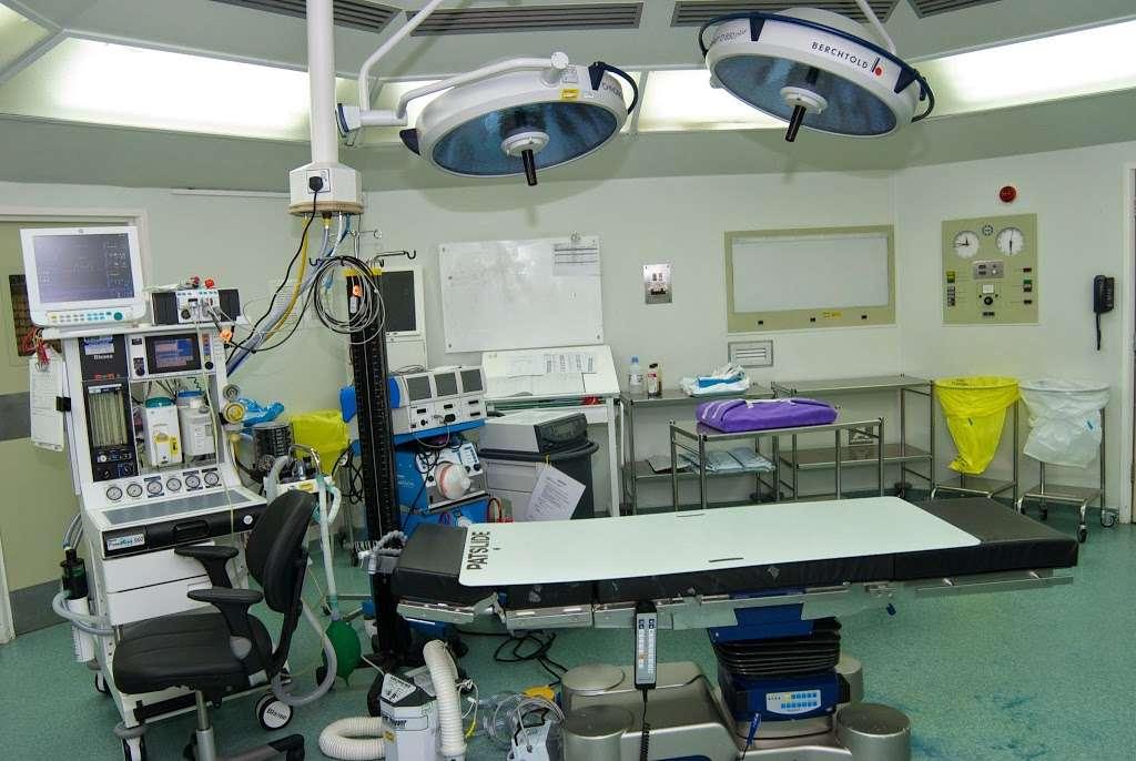 Parkside Hospital - hospital  | Photo 2 of 10 | Address: 53 Parkside, Wimbledon, London SW19 5NX, UK | Phone: 020 8971 8000