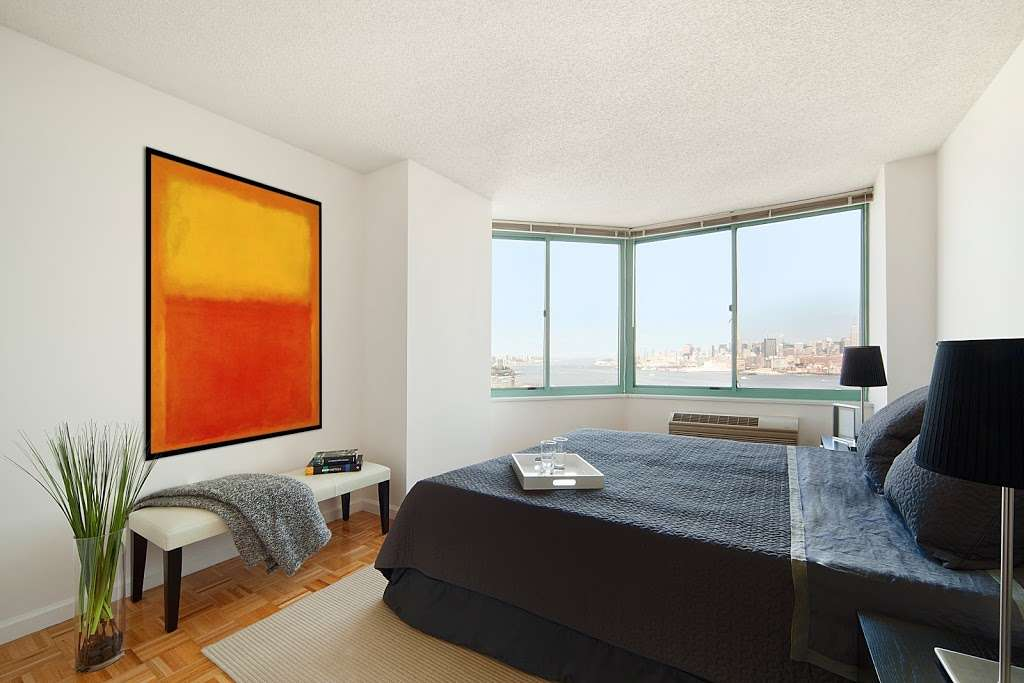Southampton at Newport - real estate agency  | Photo 1 of 9 | Address: 20 River Ct, Jersey City, NJ 07310, USA | Phone: (844) 388-6913
